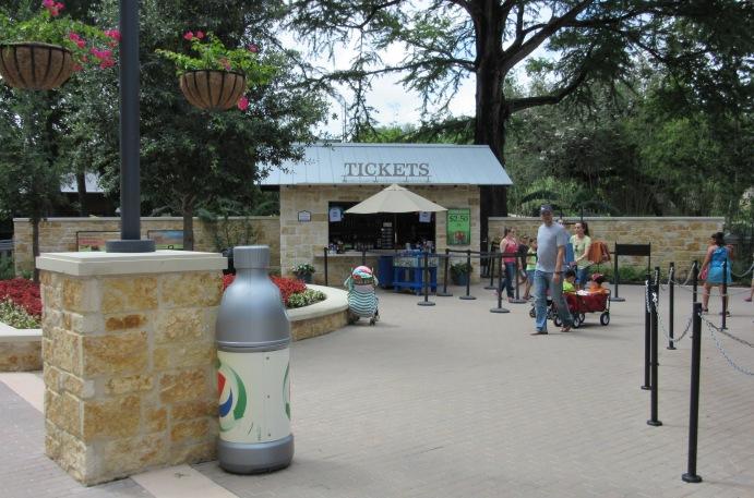AAS 2014 CSI Award   San Antonio Zoo   Zootennial Plaza - hardscape Elements