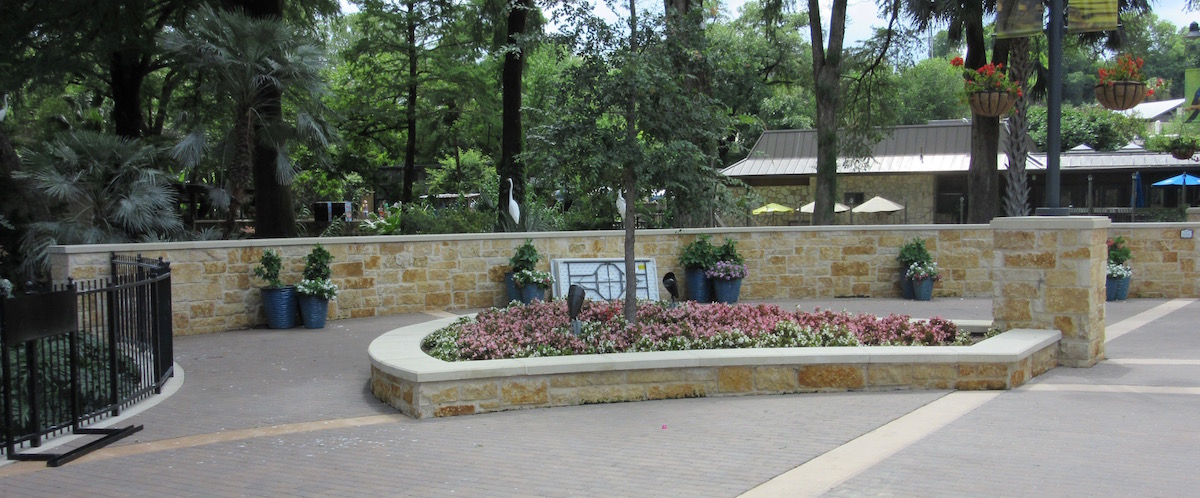 San Antonio Zoo | Custom Curved Wall Coping, Stone Cap for Hardscape Design